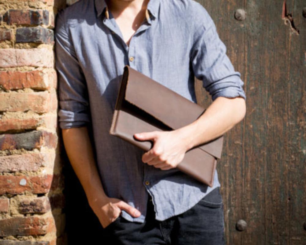 dovanos vyrams   verslo dovana naturalios odos laptop macbook sleeve imaute deklas crazy horse  man