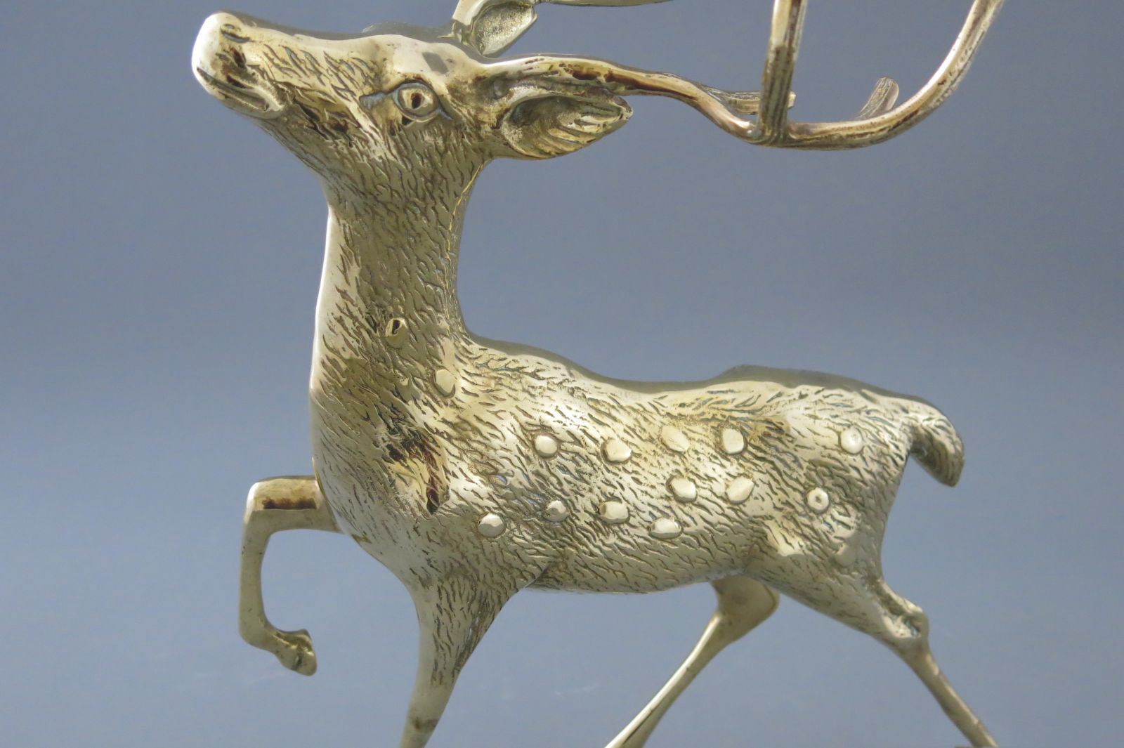 aukstos kokybes prabrangios verslo dovanos partneriams bronzinis varinis zalvarinis auksinis  briedis stirna bembis elnias deer brass  114