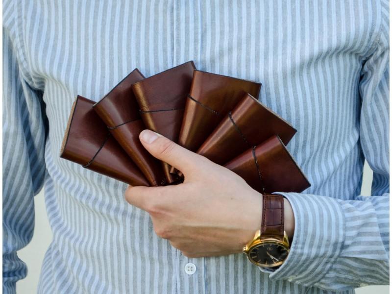 Naturalios odos banko korteliu vizitiniu slim pinigine vyriska vyrui mini maza moderni  deklas is odos imaute odiniai gaminai kaledines gimtadienio prabangios brangios dovanos vyrui vyrams teciui sunui 311
